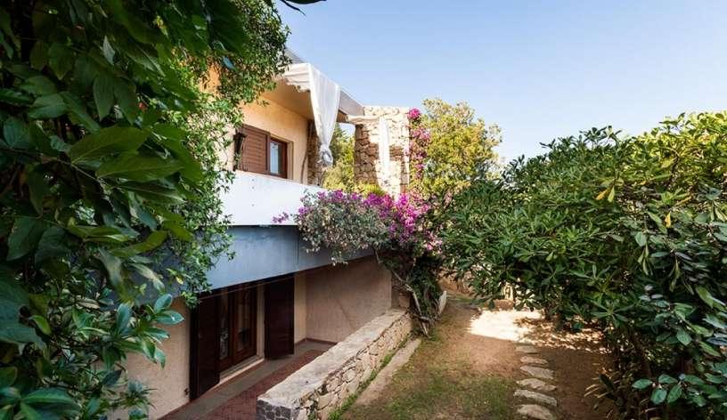 esterno casa al piano terra le camere con accesso al giardino