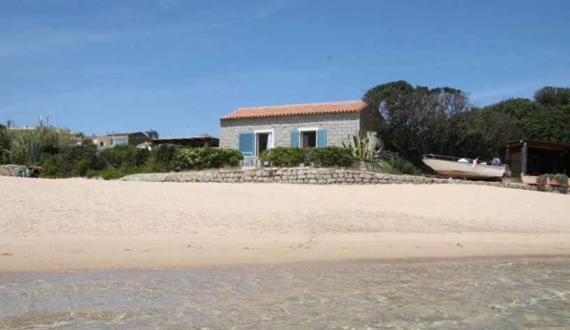 Casetta sulla spiaggia santa teresa di gallura all in for Piccoli disegni di casa sulla spiaggia