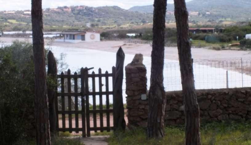 cancello davanti alla spiaggia